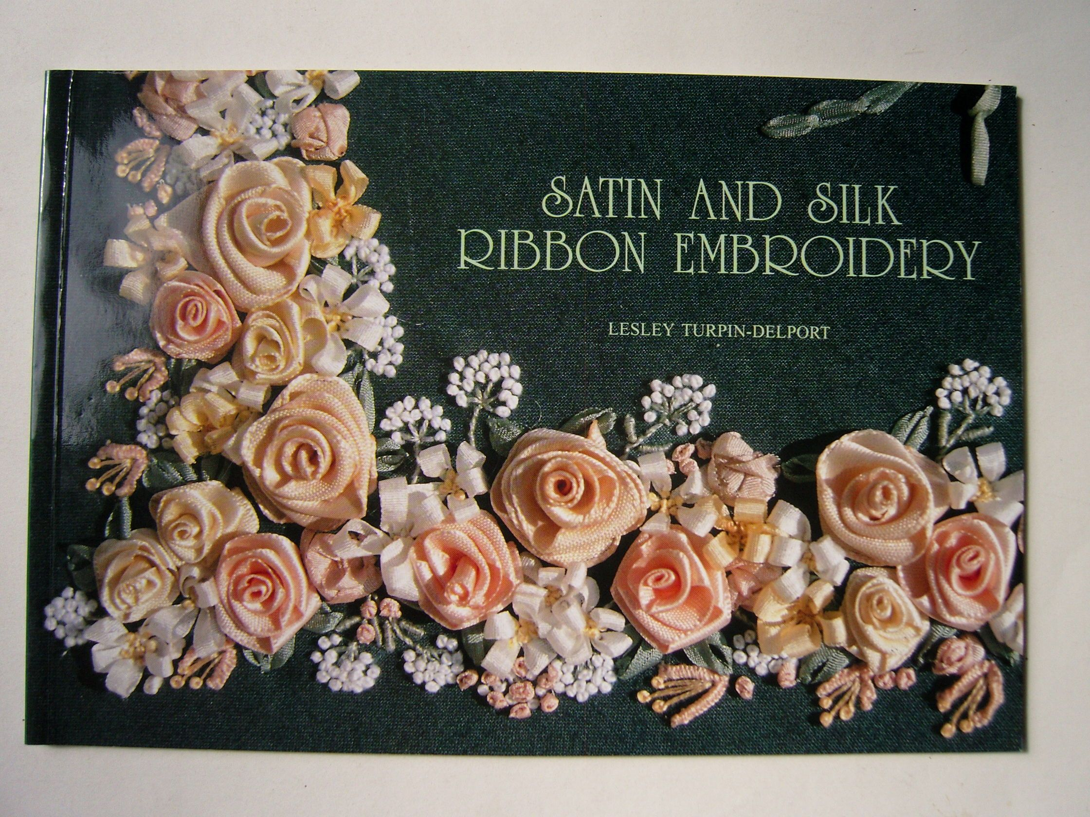 Turpin-Delport, Lesley - Satin and Silk Ribbon Embroidery